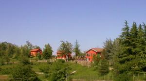 Villa met twee vakantiehuisjes op een heuveltop met panoramisch uitzicht