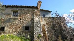 Te renoveren, alleenstaande woning met landbouwterrein