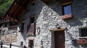 Typische stenen woning in Valtournenche