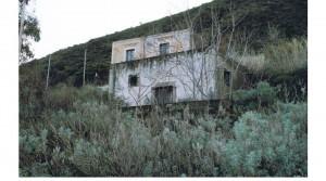 Te renoveren landelijk gebouwtje met zeezicht