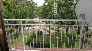 Zonnig appartement met twee slaapkamers en balkon in Milaan