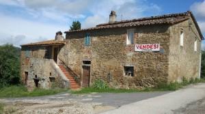 Grote stenen boerenwoning met tuin in Tuoro sul Trasimeno