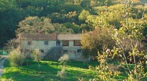 Te renoveren stenen landhuis midden in de natuur, in de provincie Firenze