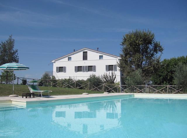vakantiehuis zwembad le marche te koop