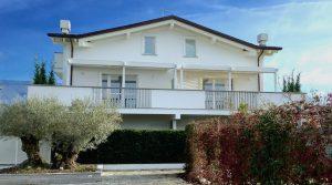 Luxe appartement in een villa vlakbij de golfclub van Forte dei Marmi