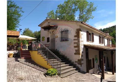 huis met zwembad te koop in Sassoferrato