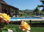 villa met zwembad te koop 13 km van de kust van Le Marche
