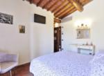 505-farmhouse-with-pool-for-sale-near-Castellina-in-Chianti-19