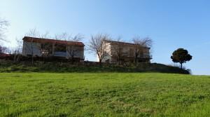 Panoramisch gelegen eigendom met 2 gebouwen en grote tuin