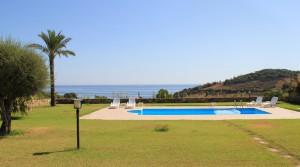 Ruime villa met zwembad en panoramisch zeezicht