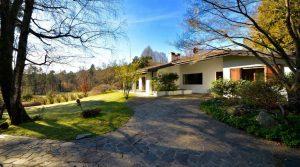 Plattelandsvilla met aangelegd park van 5000 m2 vlakbij Lago Maggiore