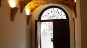 ingresso-palazzo-del-borgo