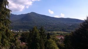 Gerenoveerde, zuidgerichte rijwoning met tuin vlakbij Lago Maggiore