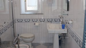5 Galli Tassi, bathroom 2, j harding - Copy
