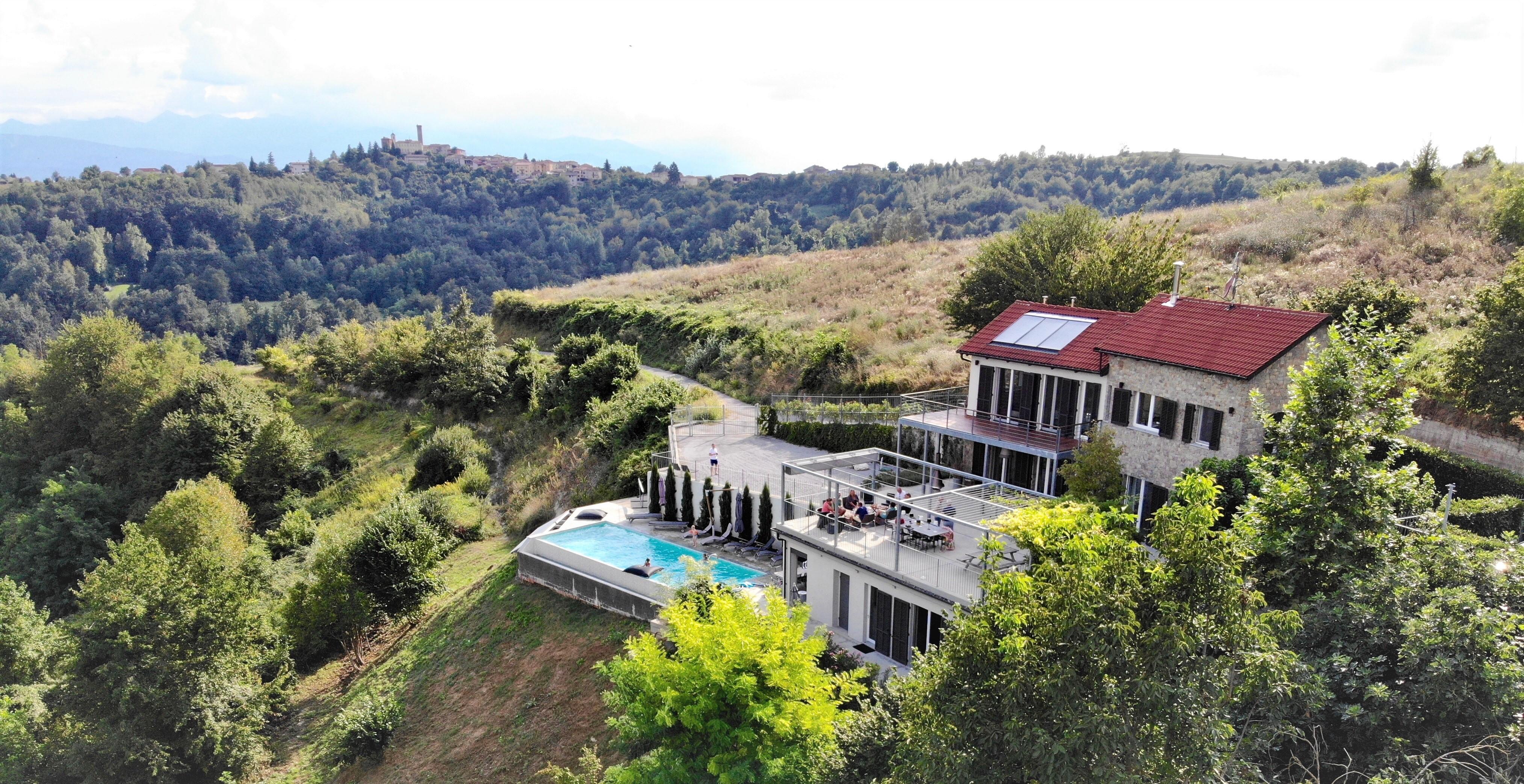 overzicht Casa Pietra d'Oro vanuit de lucht