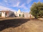 Terrein met te renoveren trulli te koop in Ostuni, Puglia 1