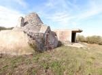 Terrein met te renoveren trulli te koop in Ostuni, Puglia 11