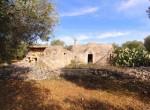 Terrein met te renoveren trulli te koop in Ostuni, Puglia 4