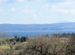 villa met uitzicht op het meer van Bolsena te koop in Lazio 5