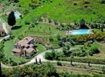 toscaanse villa met 2 appartementen te koop