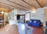 537-farmhouse-complex-with-pool-and-Chianti- vineyard-17