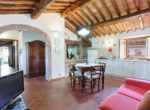 537-farmhouse-complex-with-pool-and-Chianti- vineyard-19