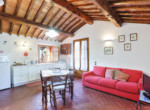 537-farmhouse-complex-with-pool-and-Chianti- vineyard-20