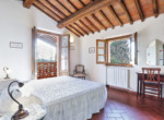 537-farmhouse-complex-with-pool-and-Chianti- vineyard-21