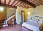 537-farmhouse-complex-with-pool-and-Chianti- vineyard-24
