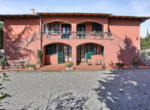 537-farmhouse-complex-with-pool-and-Chianti- vineyard-5