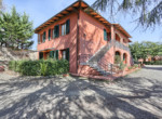 537-farmhouse-complex-with-pool-and-Chianti- vineyard-6