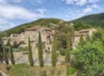 stenen huis in vernieuwde borgo te koop toscane