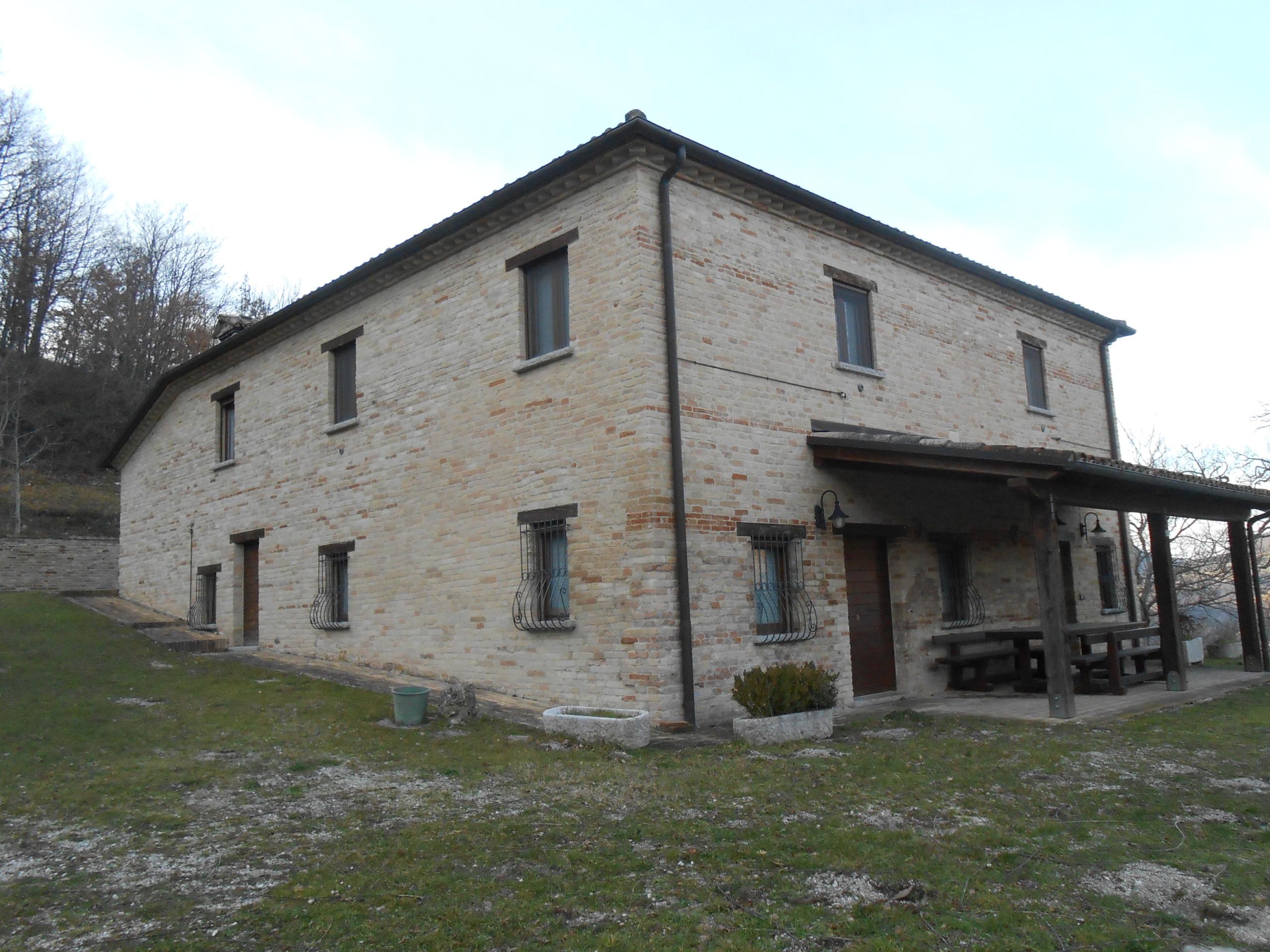 gerenoveerd huis te koop in Piobbico Le Marche 1