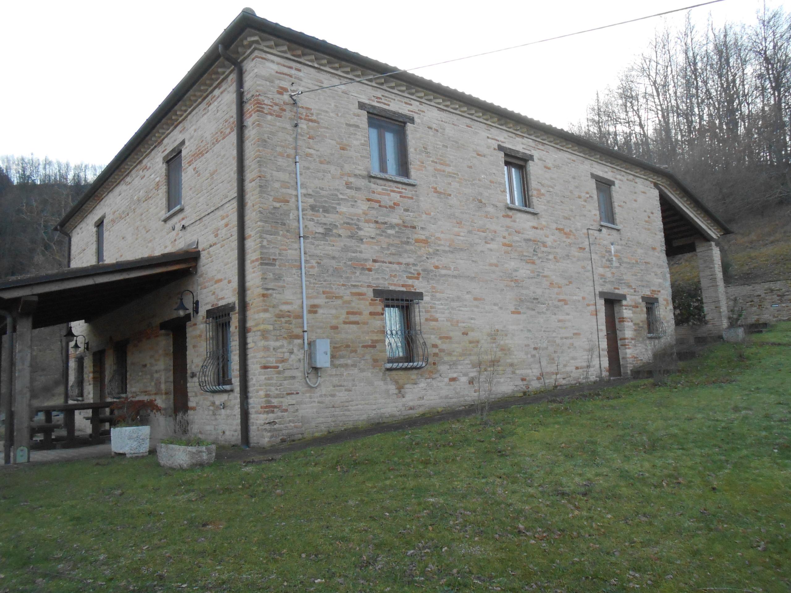 gerenoveerd huis te koop in Piobbico Le Marche 2