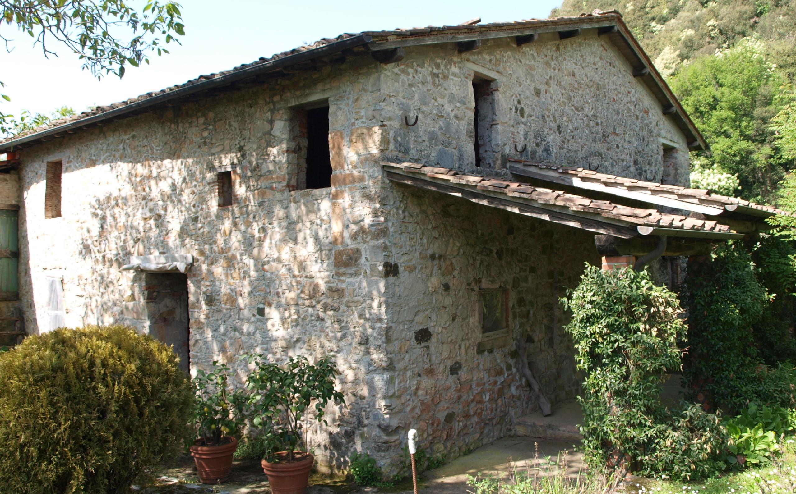 rustico huis in de heuvels bij lucca toscane te koop