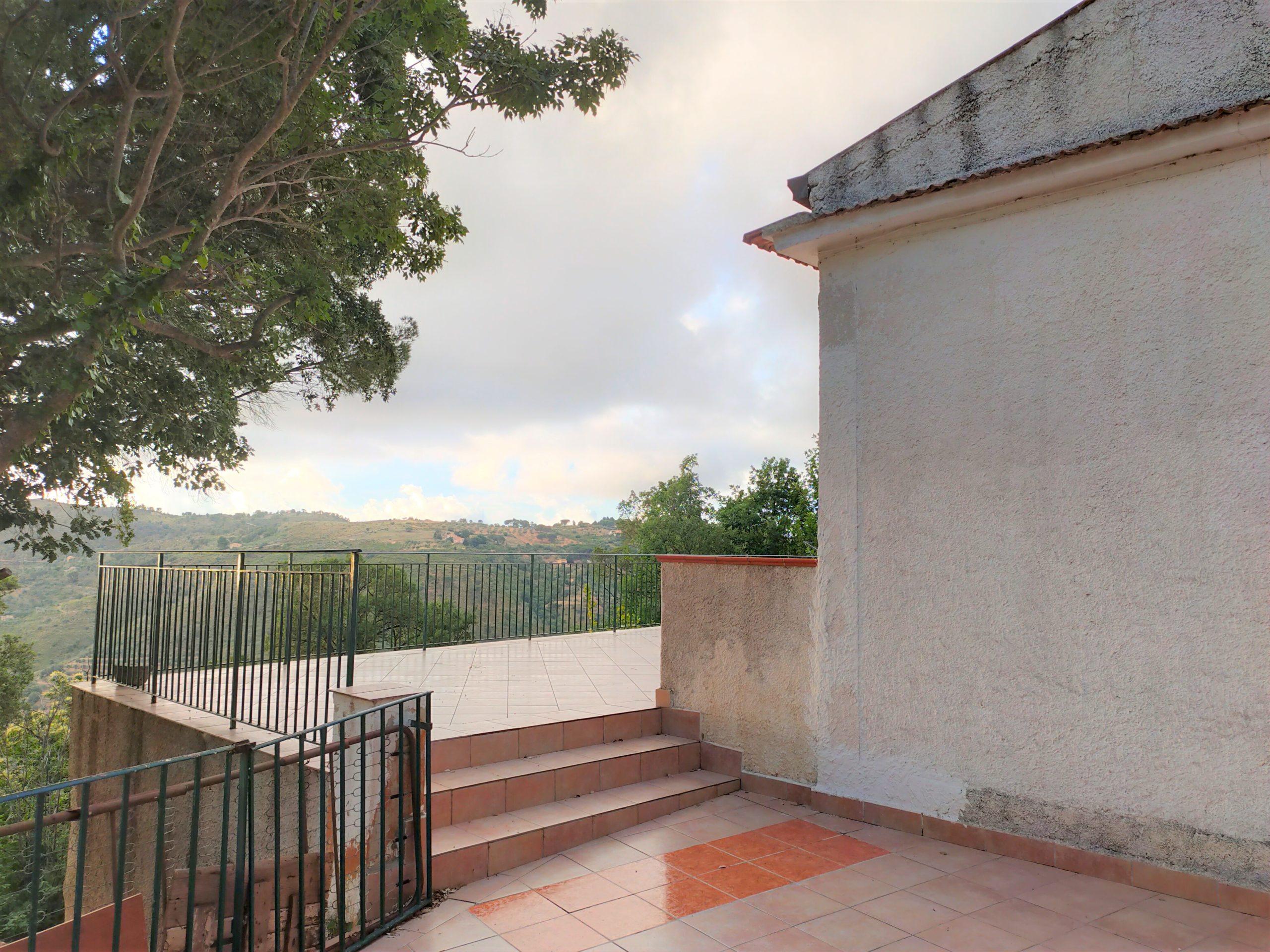 vrijstaand huis in de heuvels bij Cefalu te koop - Sicilie 5