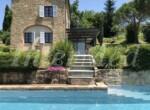 natuurstenen landhuis met zwembad in Le Marche te koop 1