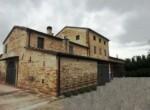 Ruime vrijstaande rustieke woning in Pesaro Le Marche te koop 1